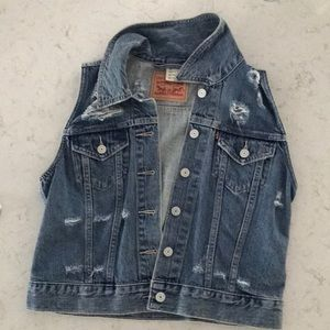 Levi's cutoff sleeve jean jacket